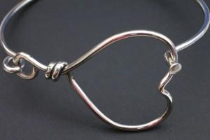 prod-jewellery-respoke-heart-bracelet-3-wr