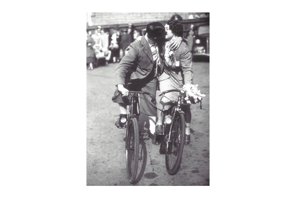 Cycle Kiss Bicycle Greeting Card